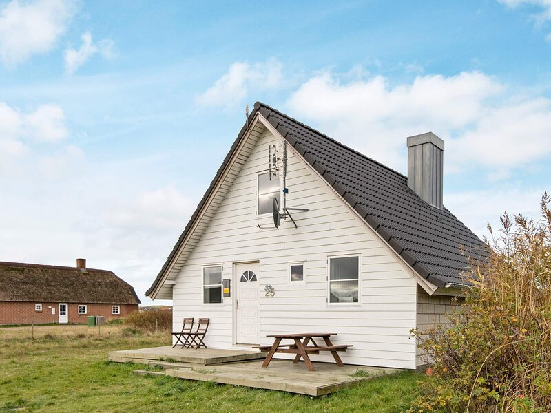 Refreshing Holiday Home in Harboøre Close to Sea, holiday rental in Ferring