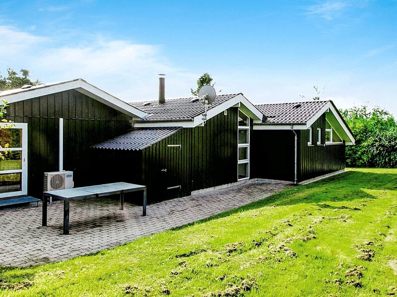 Spacious Holiday Home in Farsø Close to Limfjorden, holiday rental in Vesthimmerland Municipality