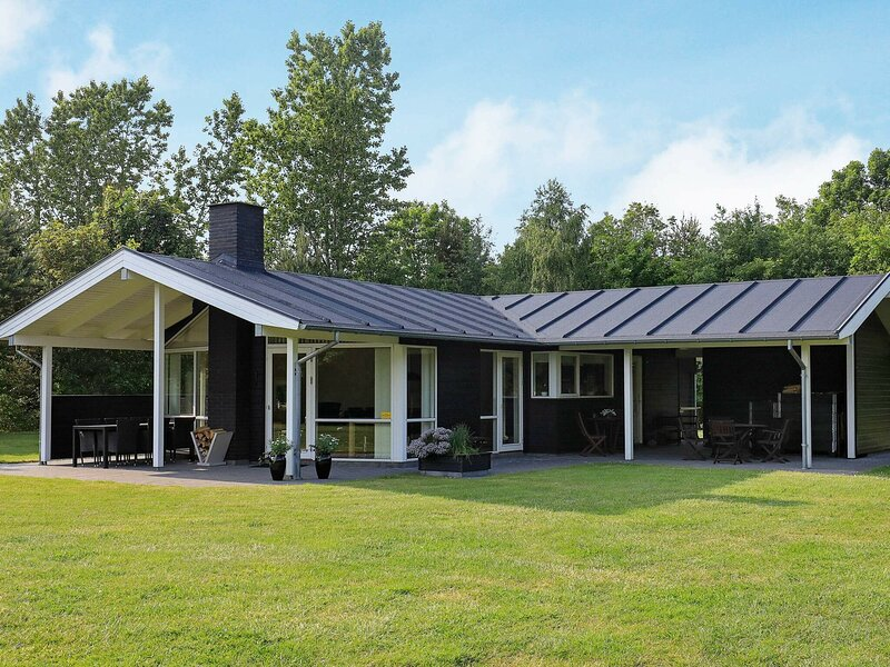 Tranquil Holiday Home in Højslev With Lawn, holiday rental in Viborg