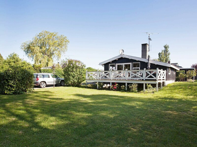 Spacious Holiday Home in Fårevejle Amidst Nature, holiday rental in Koege Municipality