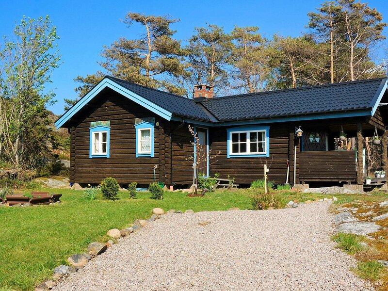 4 person holiday home in FISKEBÄCKSKIL – semesterbostad i Fiskebäckskil