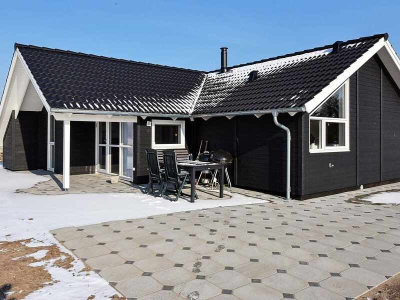 Modern Holiday Home in Ansager With Whirlpool, location de vacances à Hovborg