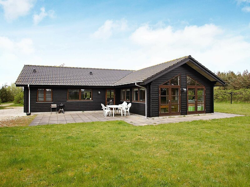 Luxurious Holiday Home in Løkken With 2 Whirlpools, casa vacanza a Rubjerg