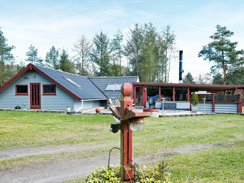 Charming Holiday Home in Ans by With 2-person Whirlpool, casa vacanza a Kjellerup