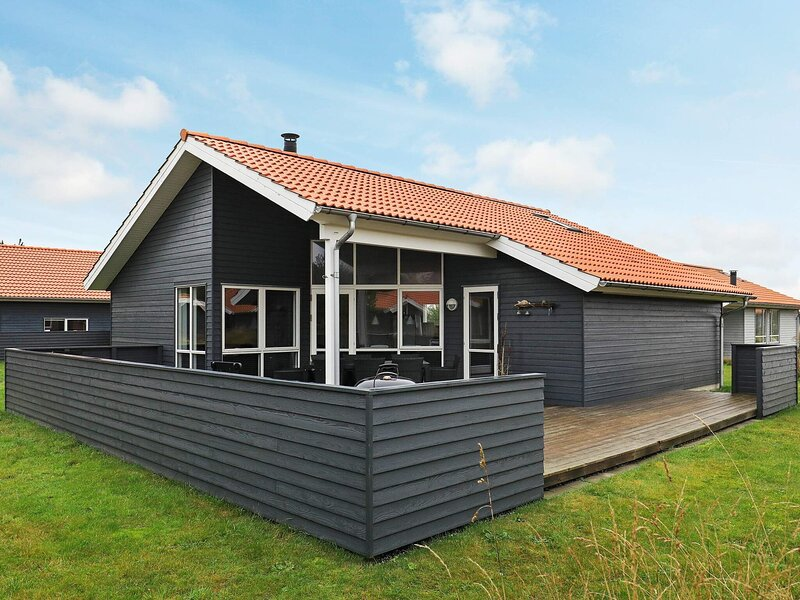 Beautiful Holiday Home in Ulfborg Near the Sea, holiday rental in Vederso Klit