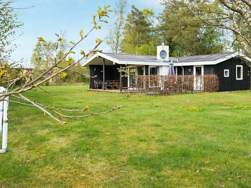 Pleasant Holiday Home in Ørsted With Beautiful Garden, holiday rental in Randers