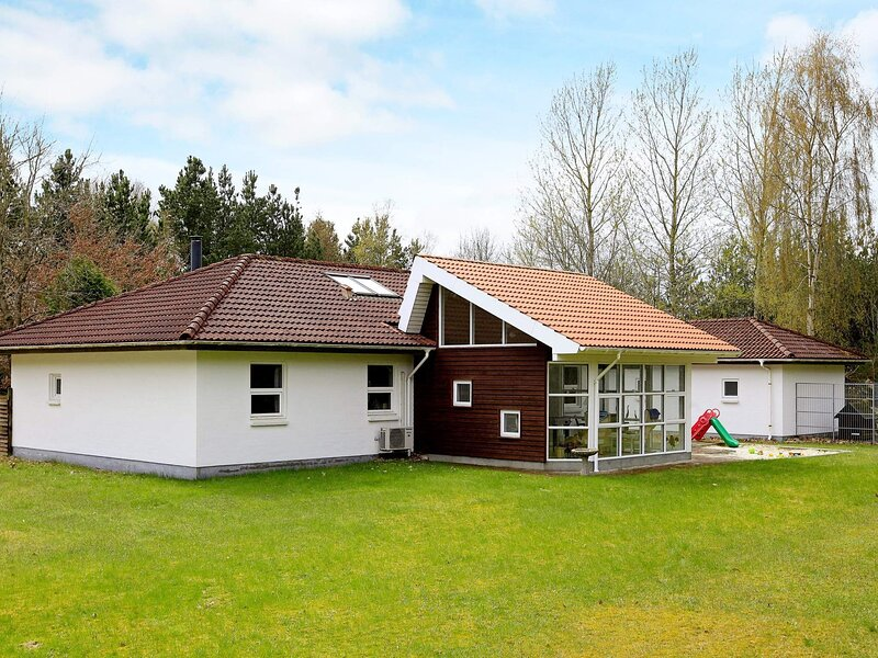 Scenic Holiday Home in Højslev With Sauna, holiday rental in Viborg
