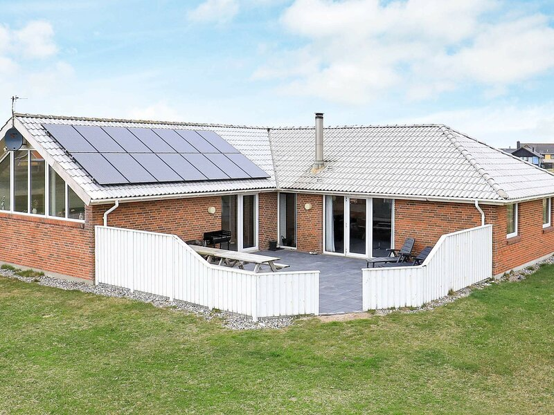 Tranquil Holiday Home in Harboøre With Sauna, holiday rental in Ferring