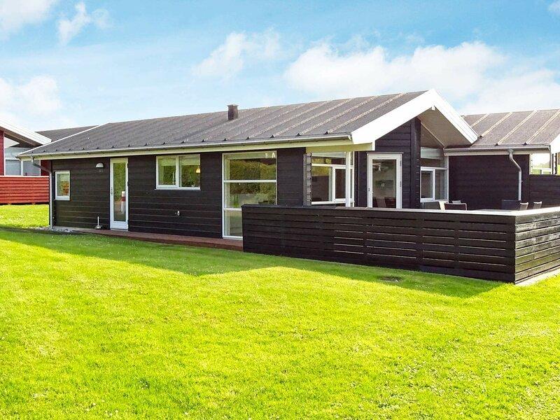 Modern Holiday Home in Tranekær Overlooking Lush Lawn, location de vacances à Tranekaer