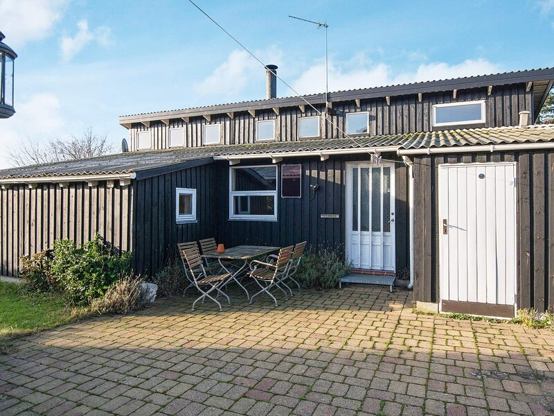 Alluring Holiday Home in Ebeltoft with Terrace, location de vacances à Femmoeller