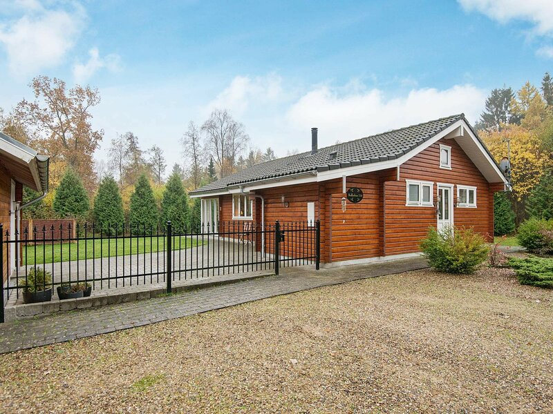 Stunning Holiday home in Jutland with Terrace, holiday rental in Brande