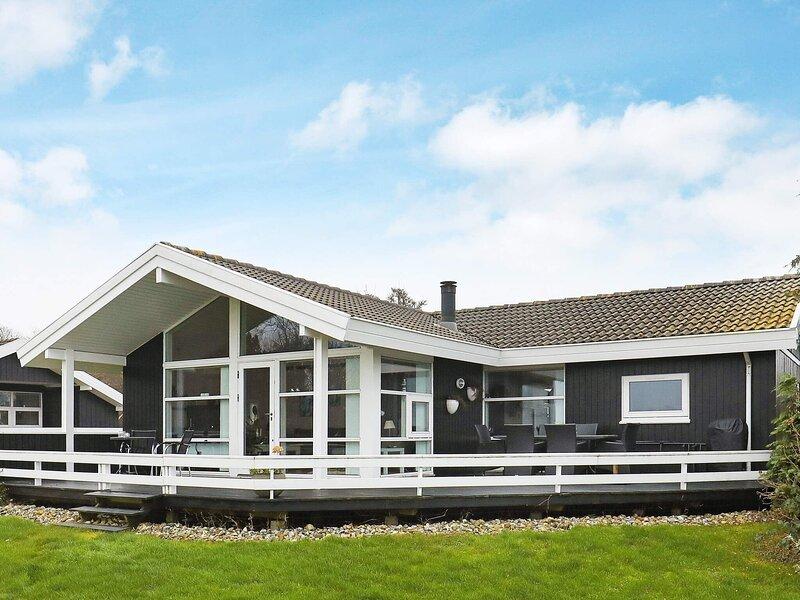Sprawling Holiday Home in Syddanmark with Whirlpool, location de vacances à Tranekaer