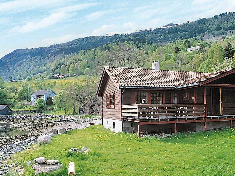 8 person holiday home in NORDFJORDEID, location de vacances à Nordfjordeid