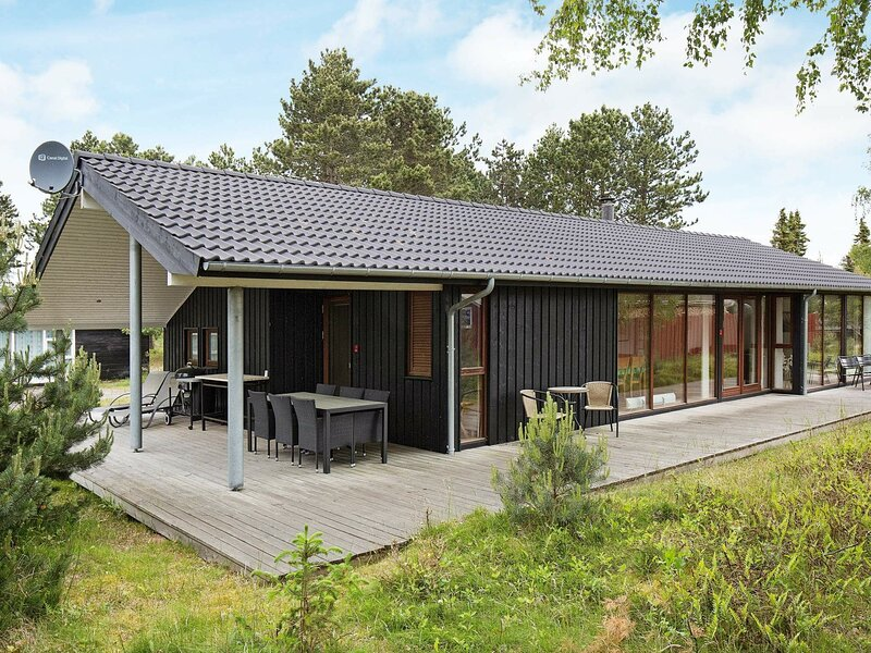 Cozy Cottage in Rørvig with Beach nearby, holiday rental in Hundested