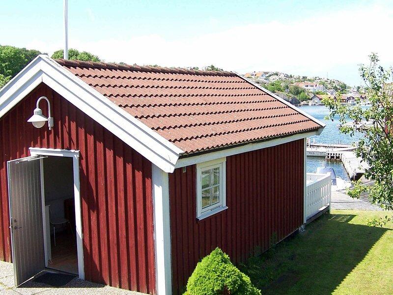4 person holiday home in Rönnäng, alquiler vacacional en Stora Dyron