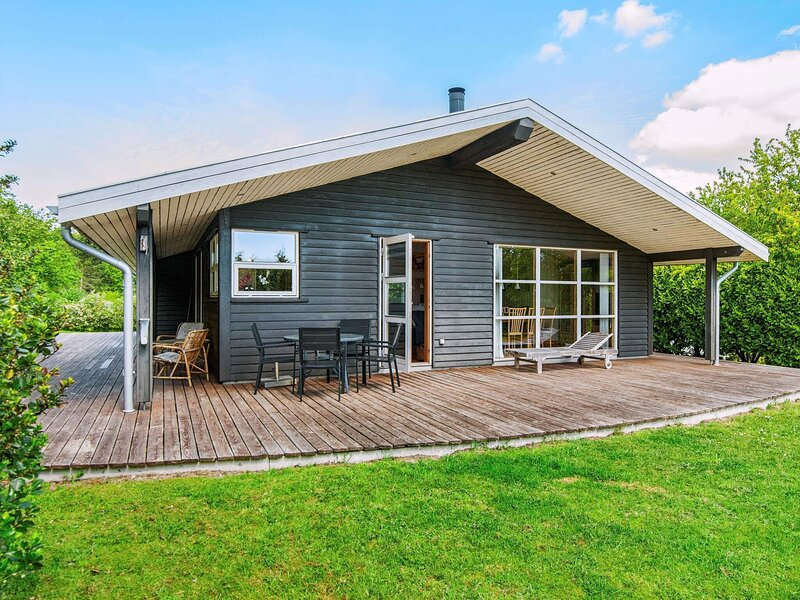 Inviting Holiday Home in Ebeltoft near Sea, location de vacances à Femmoeller