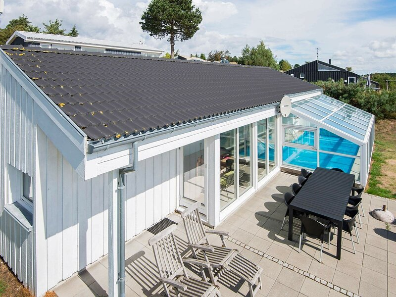 Swanky Holiday Home in Ebeltoft with Swimming Pool, location de vacances à Femmoeller