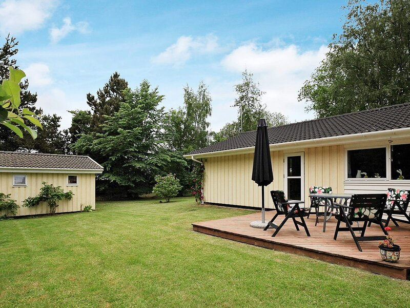 Beautiful Holiday Home in Hovedstaden with Sauna, holiday rental in Gilleleje