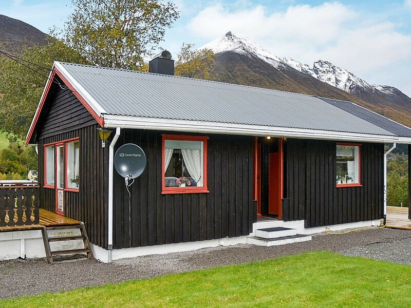 6 person holiday home in Sæbø, casa vacanza a Møre og Romsdal