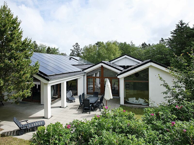 Modern Holiday home in albaek with Wellness Room, holiday rental in Hulsig