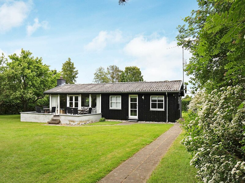 Contemporary Holiday Home in Dronningmolle with Garden, casa vacanza a Helsingør
