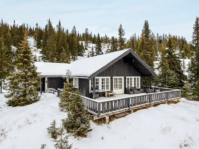 11 person holiday home in Fåvang, holiday rental in Oyer Municipality