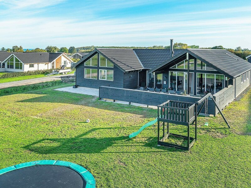 Luxurious Holiday Home in Funen with Swimming Pool, location de vacances à Brenderup