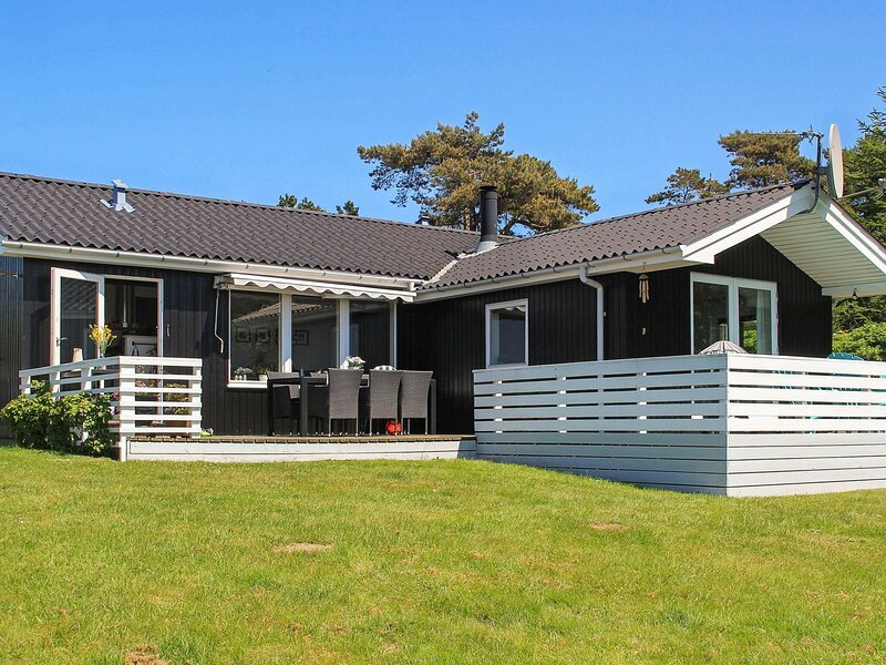 Luxurious Holiday Home in Millinge with Roofed Terrace, holiday rental in Millinge