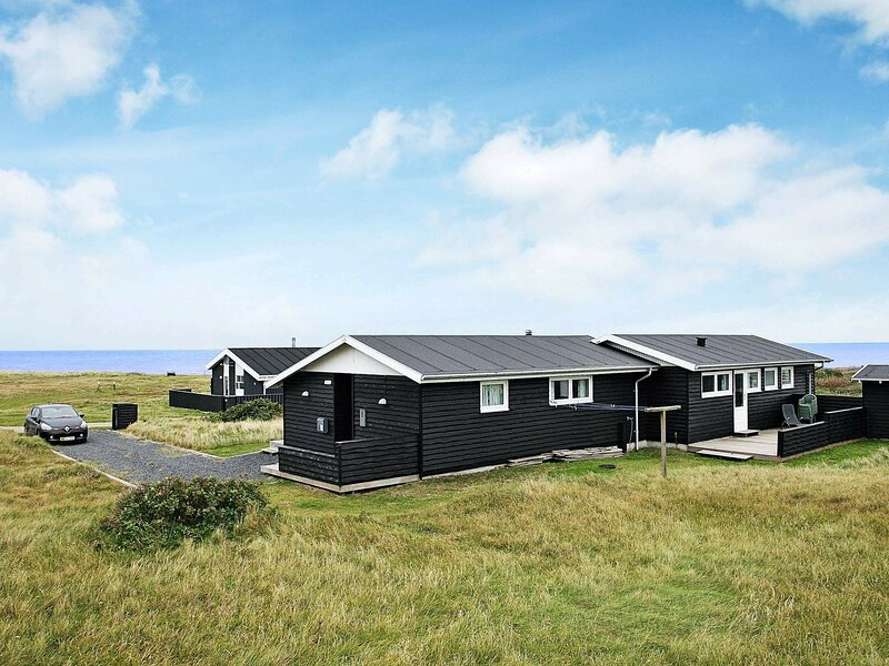 Amazing Holiday Home in Tranekær Syddanmark with Pool, location de vacances à Skallerup Klit
