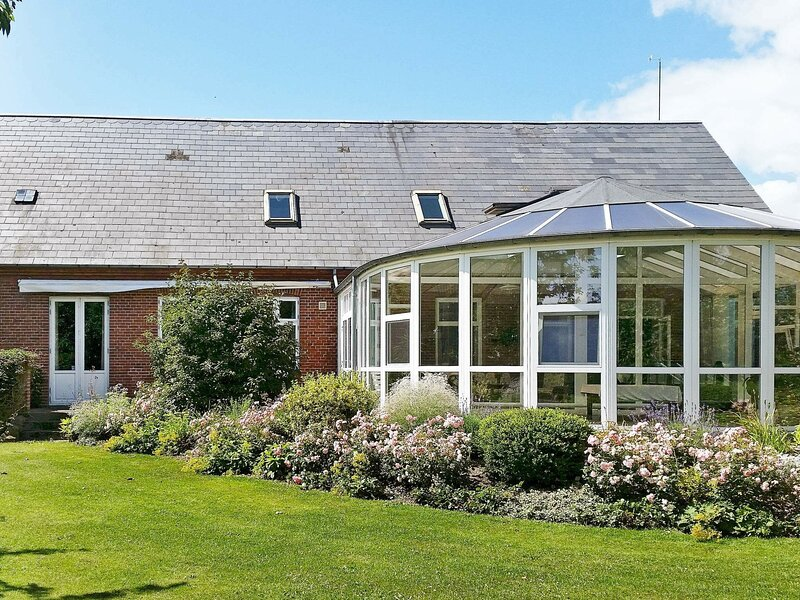 Amazing Holiday Home in Tranekær with Swimming Pool, location de vacances à Tranekaer