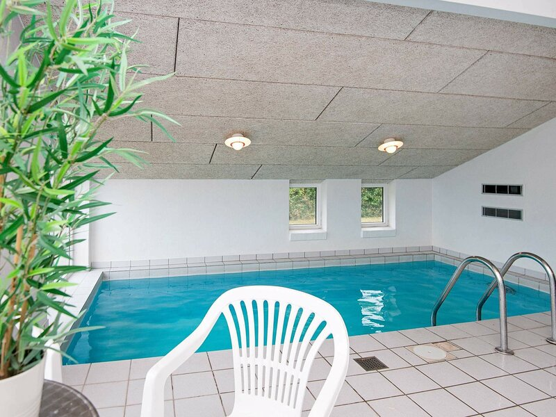 Beautiful Holiday Home in Ebeltoft with Swimming Pool, Ferienwohnung in Boeslum