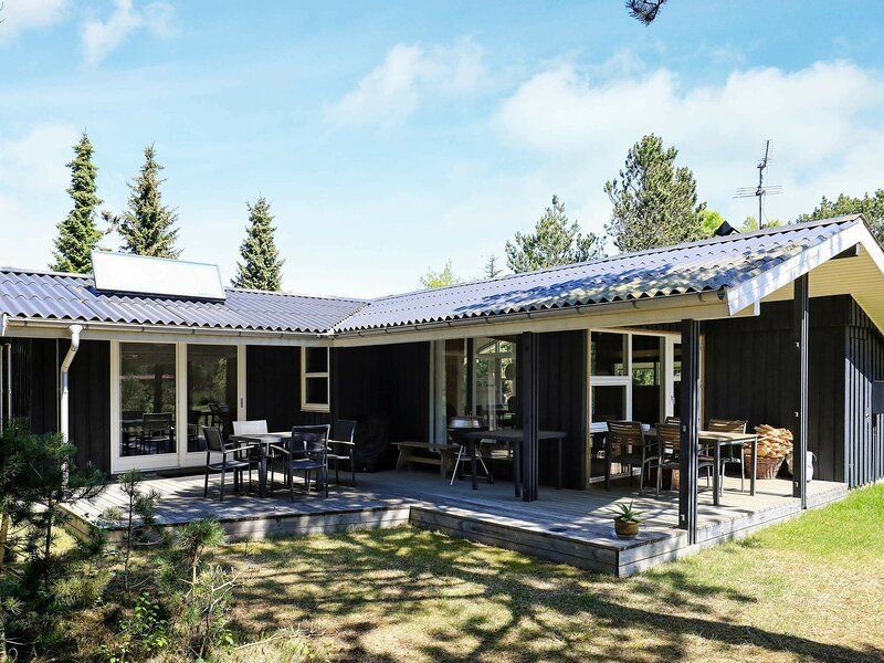 Stylish Holiday Home in Jutland with Terrace, holiday rental in Napstjaert