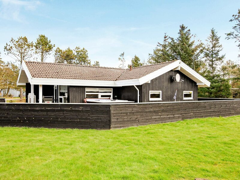 Luxurious Holiday Home in Saltum with Roofed Terrace, holiday rental in Jammerbugt Municipality