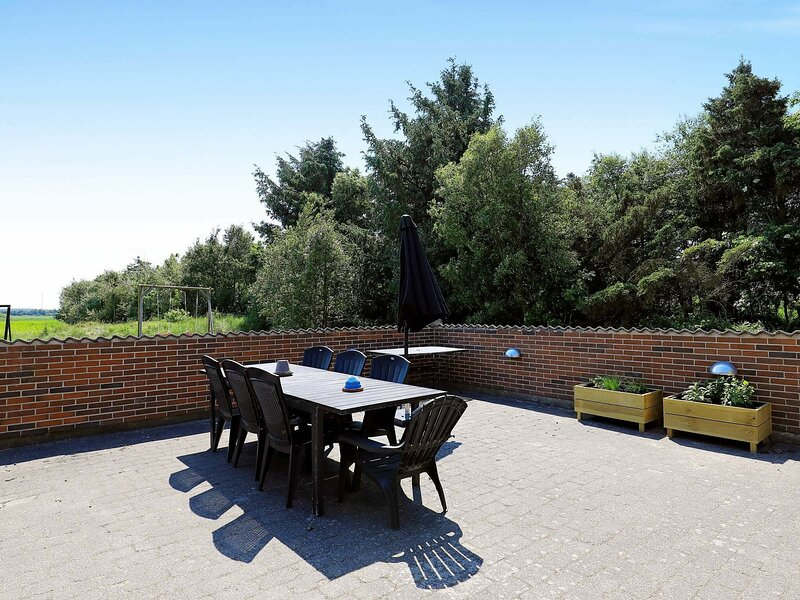 Tranquil Holiday Home in Ringkøbing with Terrace, vakantiewoning in Vesterhede