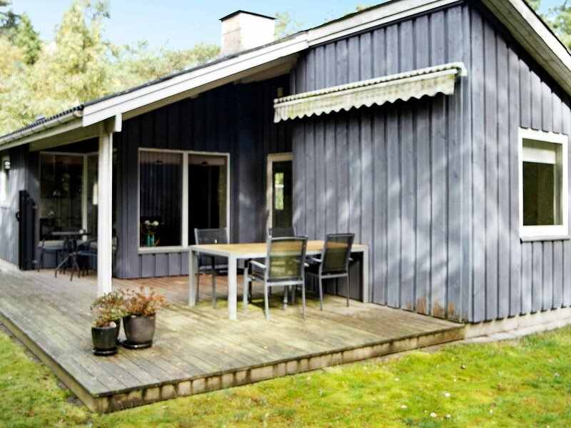 Lovely Holiday Home near Hadsund with Terrace, casa vacanza a Mariagerfjord Municipality