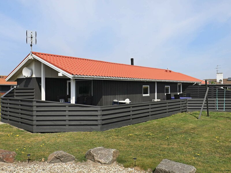 Classic Holiday Home in Jutland with Whirlpool, holiday rental in Ferring