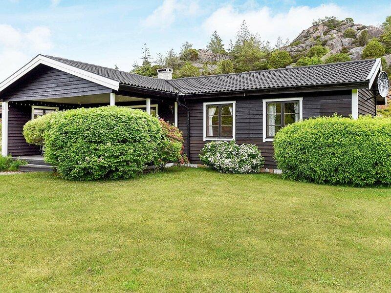 4 star holiday home in Bovallstrand – semesterbostad i Fjällbacka