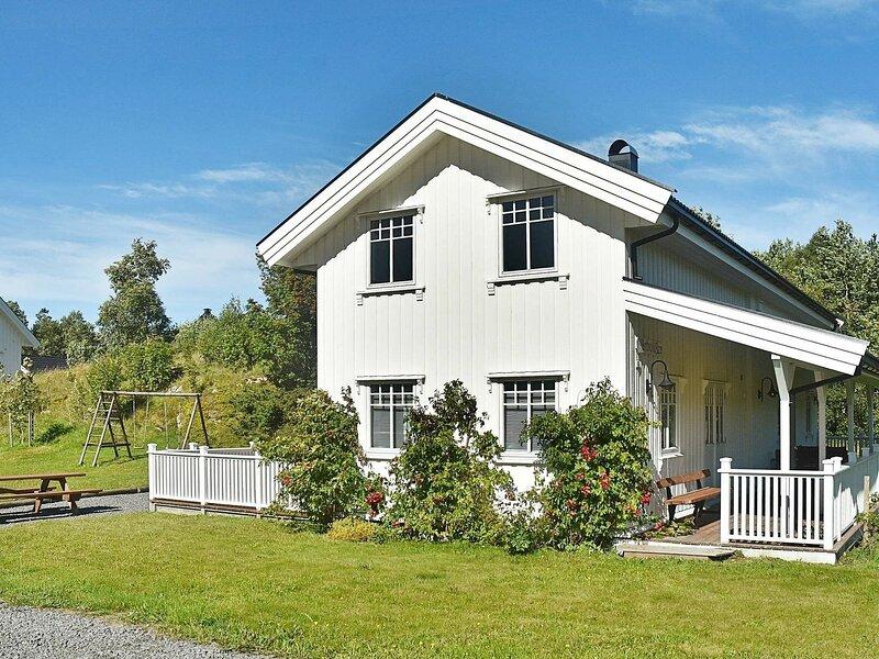 8 person holiday home in Oksvoll, alquiler de vacaciones en Trondelag