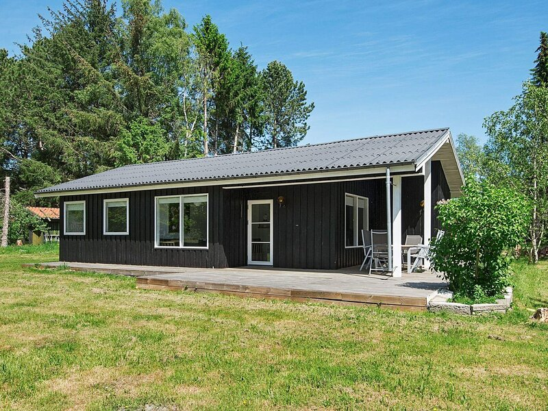 Tranquil Holiday Home in Ebeltoft with Barbecue, holiday rental in Balle
