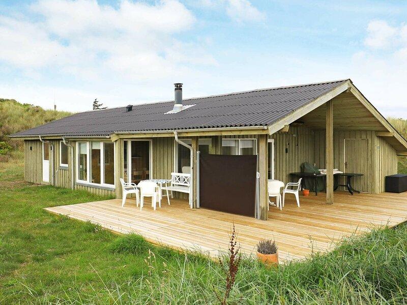 Classic Holiday Home in Jutland with Sauna, casa vacanza a Lokken