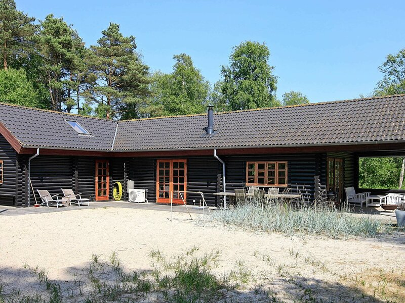 Spacious Holiday Home in Sæby with Private Whirlpool, vacation rental in Geraa