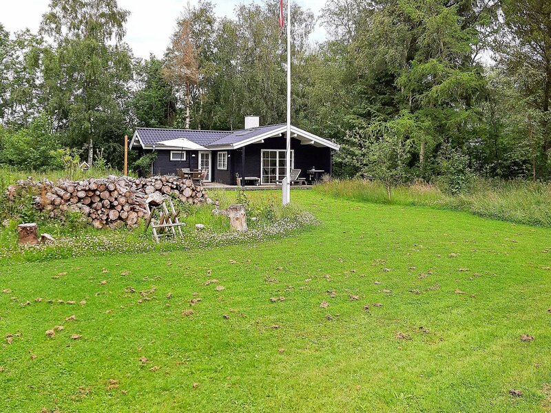 Gorgeous Holiday Home in Jutland with Terrace, vacation rental in Bratten