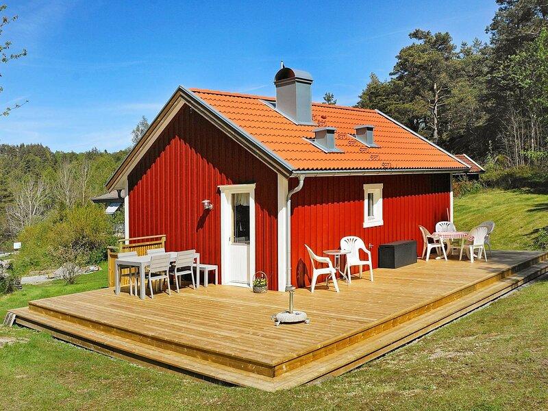 4 person holiday home in HENÅN – semesterbostad i Tjörn