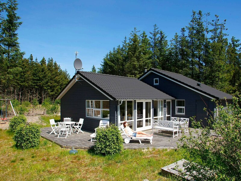 Beautiful Holiday Home in Ålbæk with Private Whirlpool, holiday rental in Hulsig