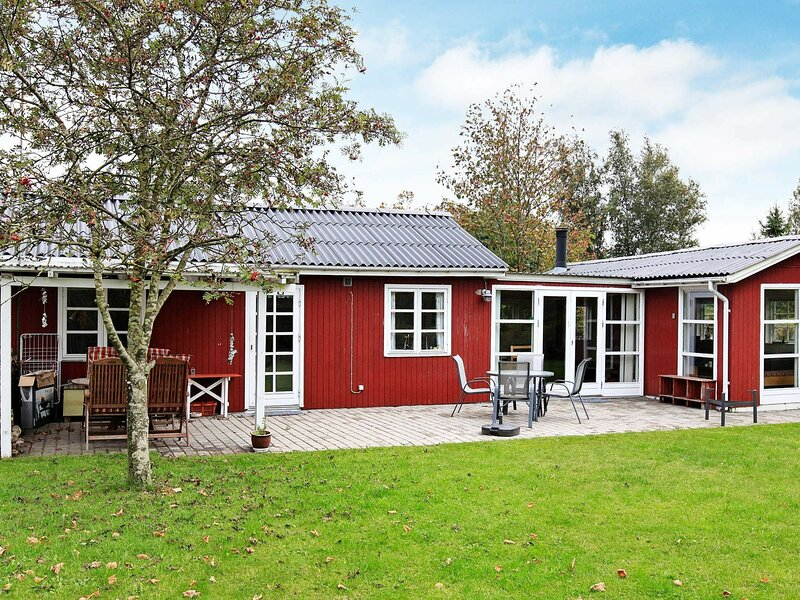 Quaint Holiday Home in Store Fuglede with Terrace, holiday rental in Kalundborg Municipality
