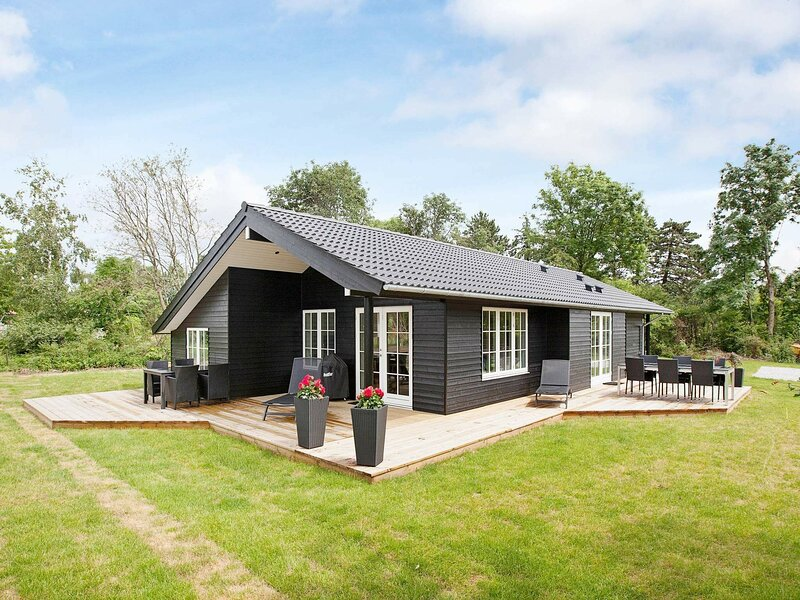 Picturesque Holiday Home in Jægerspris with Terrace, holiday rental in Hundested