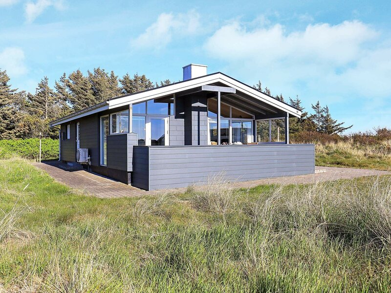 Lovely Holiday Home in Hirtshals with Terrace, casa vacanza a Hirtshals