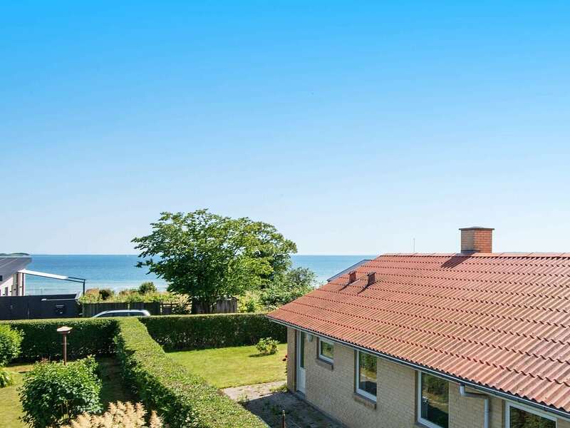 Stunning Holiday Home in Egå with Carport, casa vacanza a Risskov