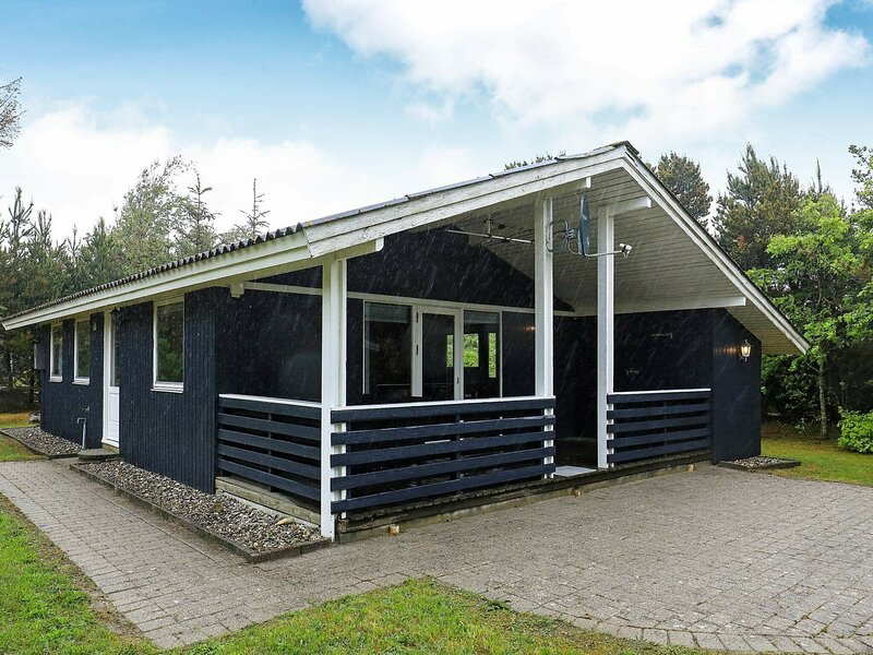 Charming Holiday Home in Jutland with Barbecue, holiday rental in Vederso Klit