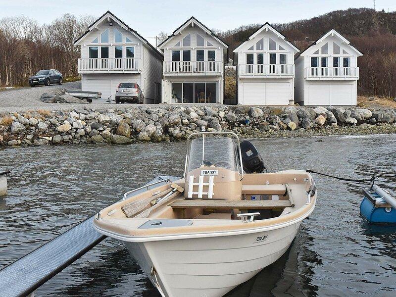 10 person holiday home in Brattvåg, alquiler vacacional en Sandoy Municipality